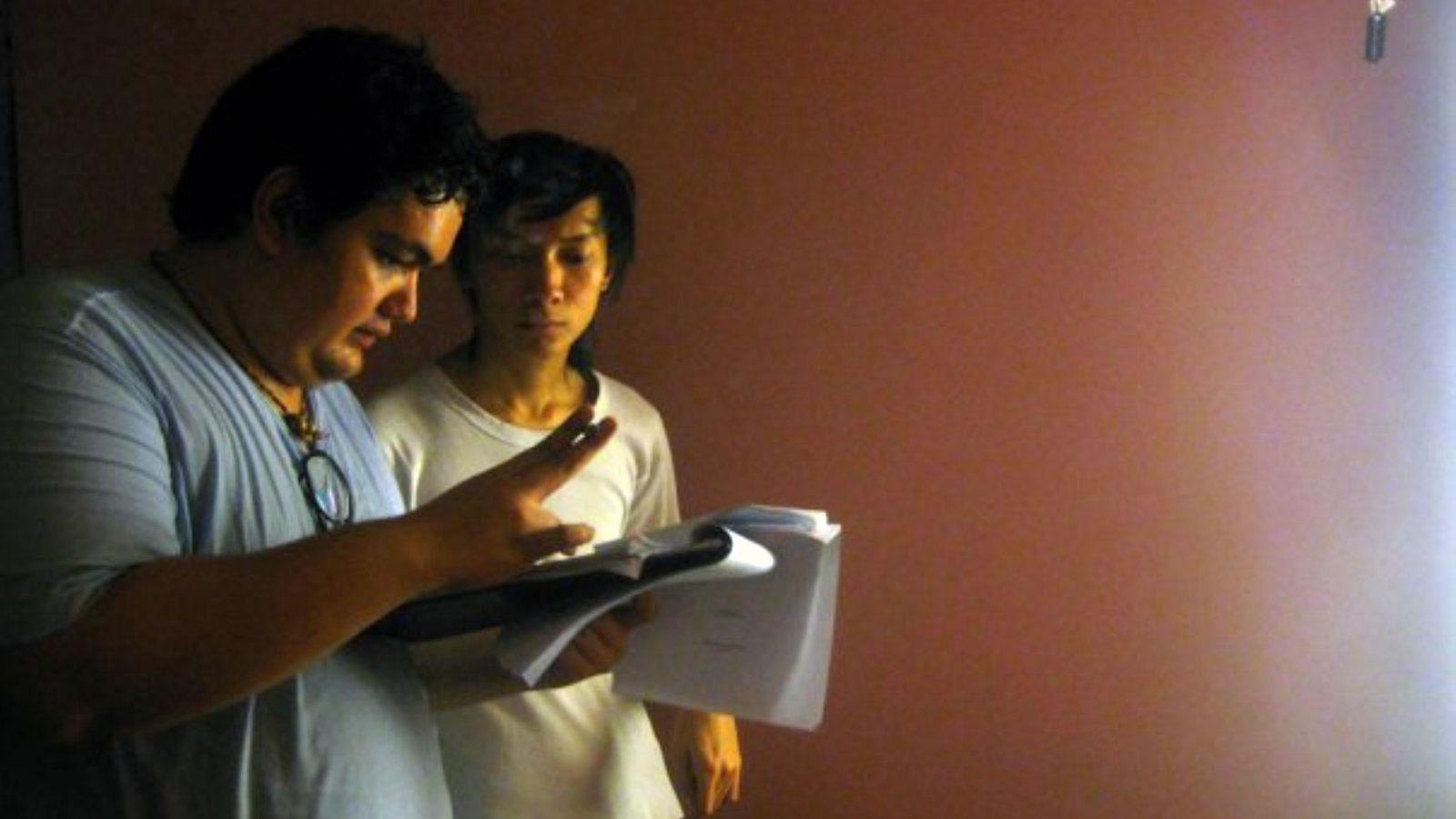 Paul dan Kyo Hayanto Agusta (kanan), saat syuting Kado Hari Jadi.