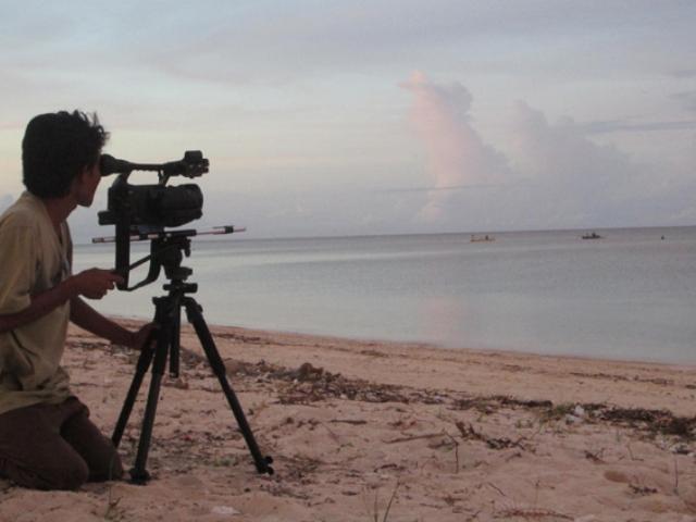 Proses pembuatan Elesan Deq a Tutuq di Lombok