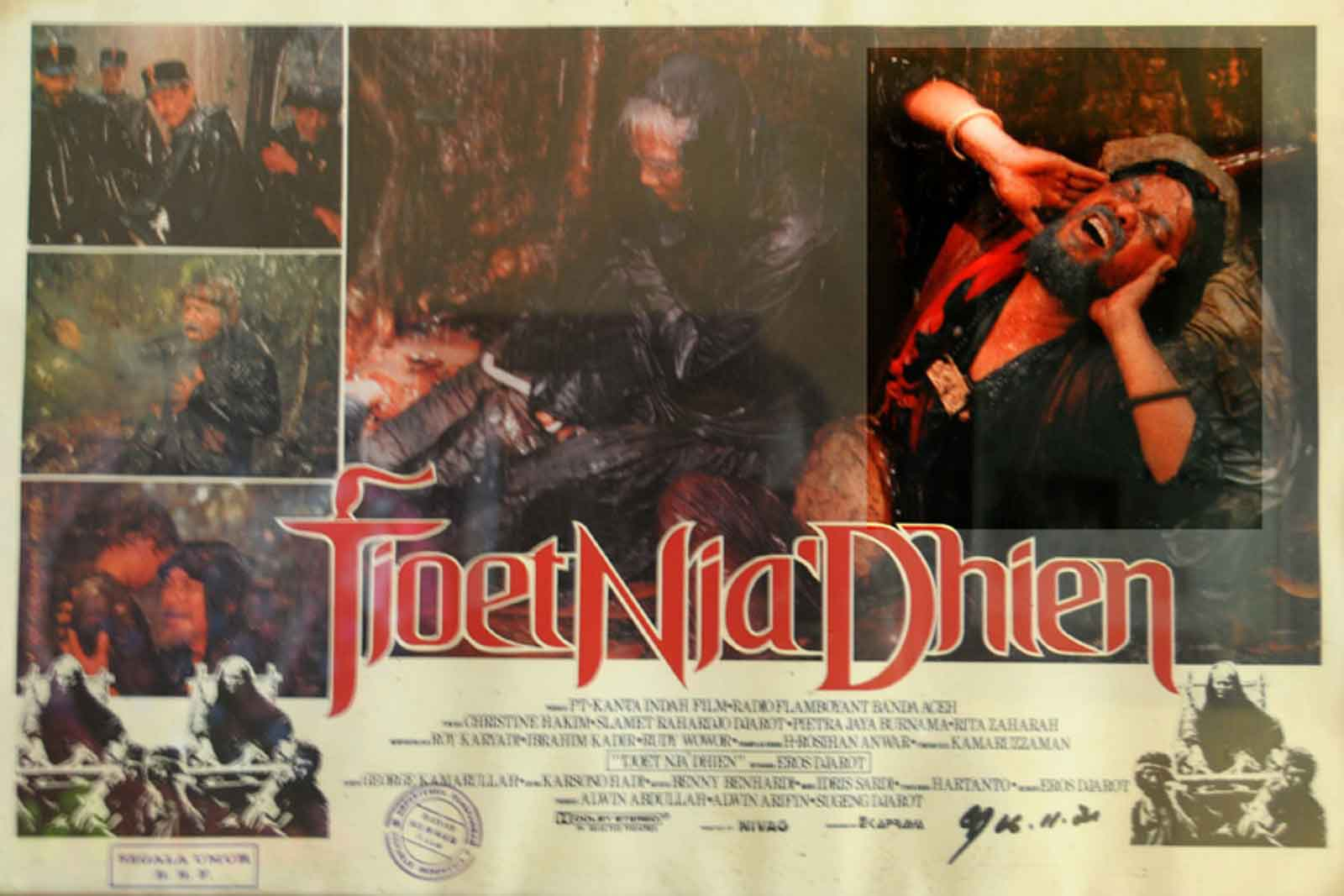 Promotional poster for Tjoet Nja Dhien