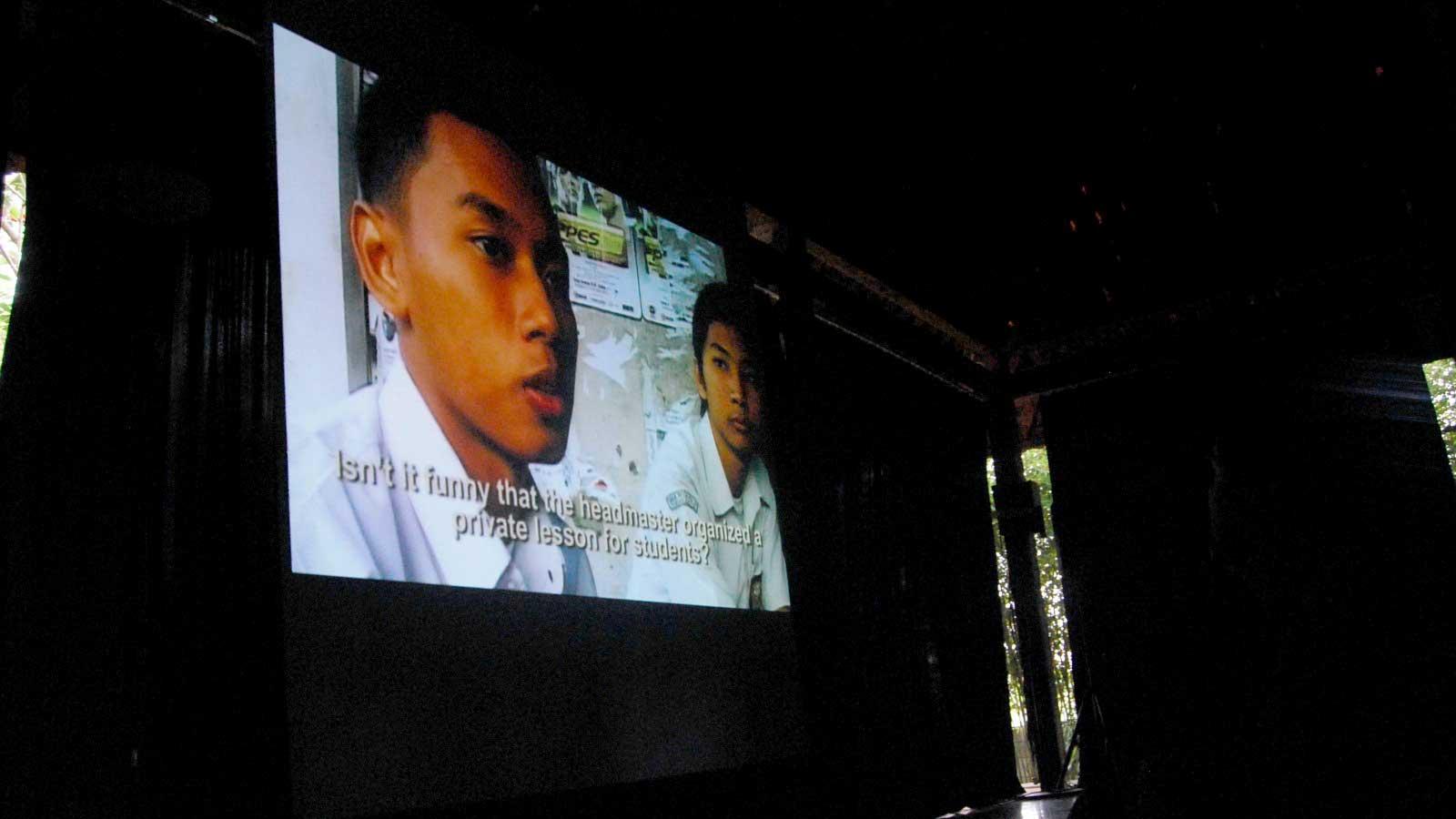 Pemutaran 9808 di Selasar Art Space, Bandung, pada 2008 (Sumber: 9808films.wordpress.com)