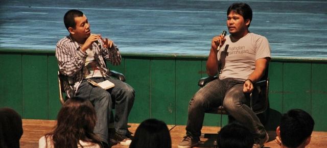 Ifa Isfansyah (kanan) saat retrospeksi film pendek di Festival Film Solo 2012