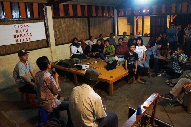 Diskusi setelah pemutaran film di Warung Lidah Ibu