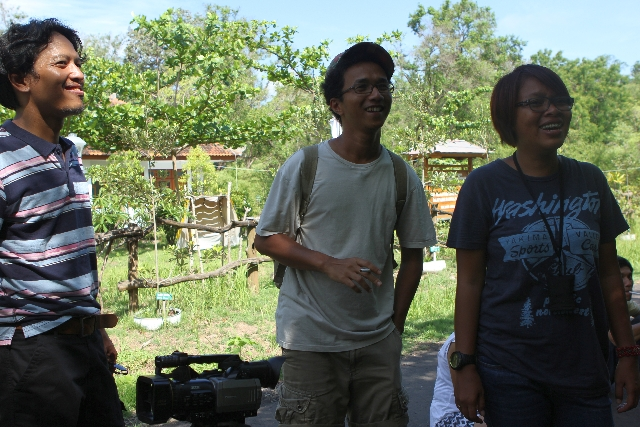 Narpati Awangga alias oomleo, Anggun, dan Amalia Trisnasari saat syuting